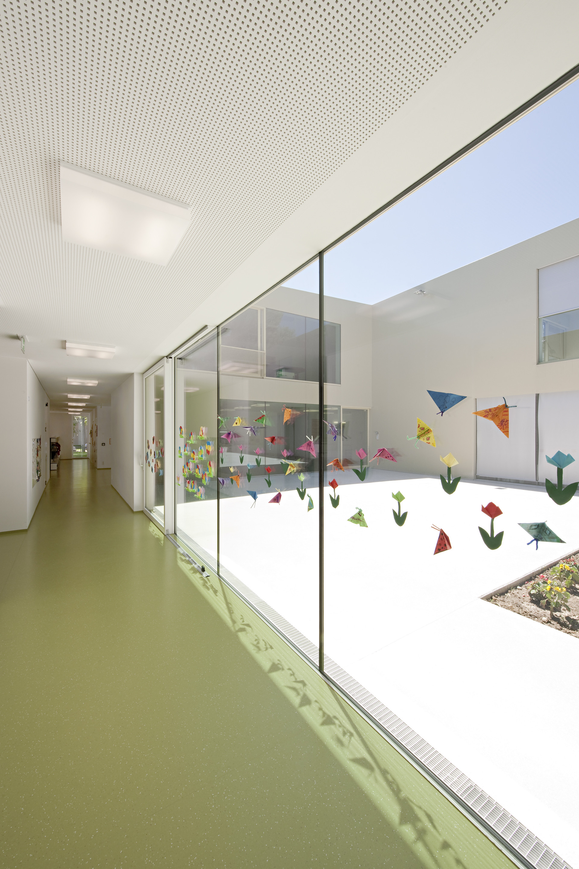 Kindergarten and after-school Care Center / Alexa Zahn architects