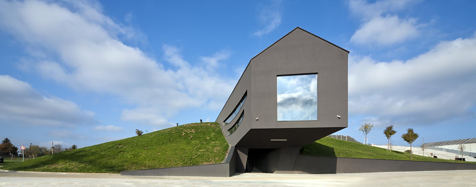 Somlo Winery Complex / Ekler Architect, © Tamás Bujnovszky