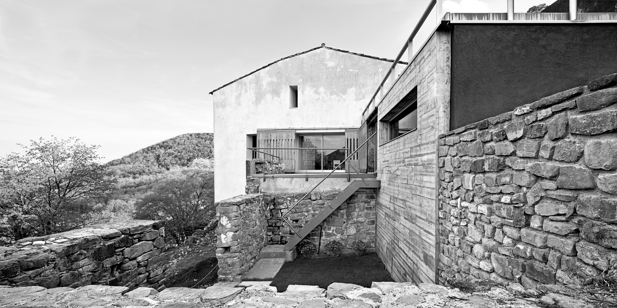 Reconstruction of an Old Rural Mansion / Dot Arquitectes