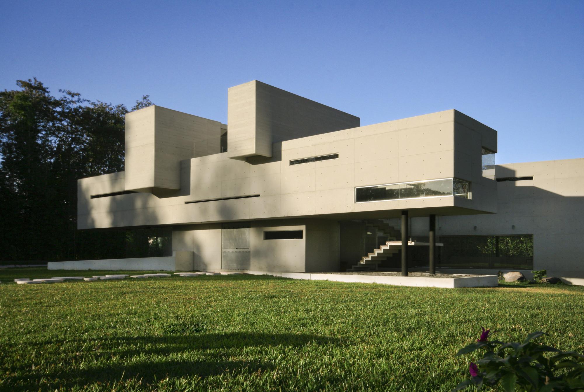 Casa briones rp arquitectos plataforma arquitectura for Modernes betonhaus