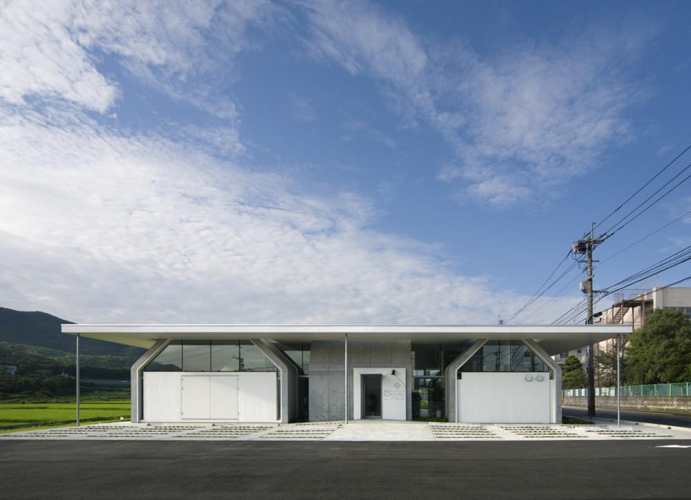 9 Gathered Huts / NKS Architects