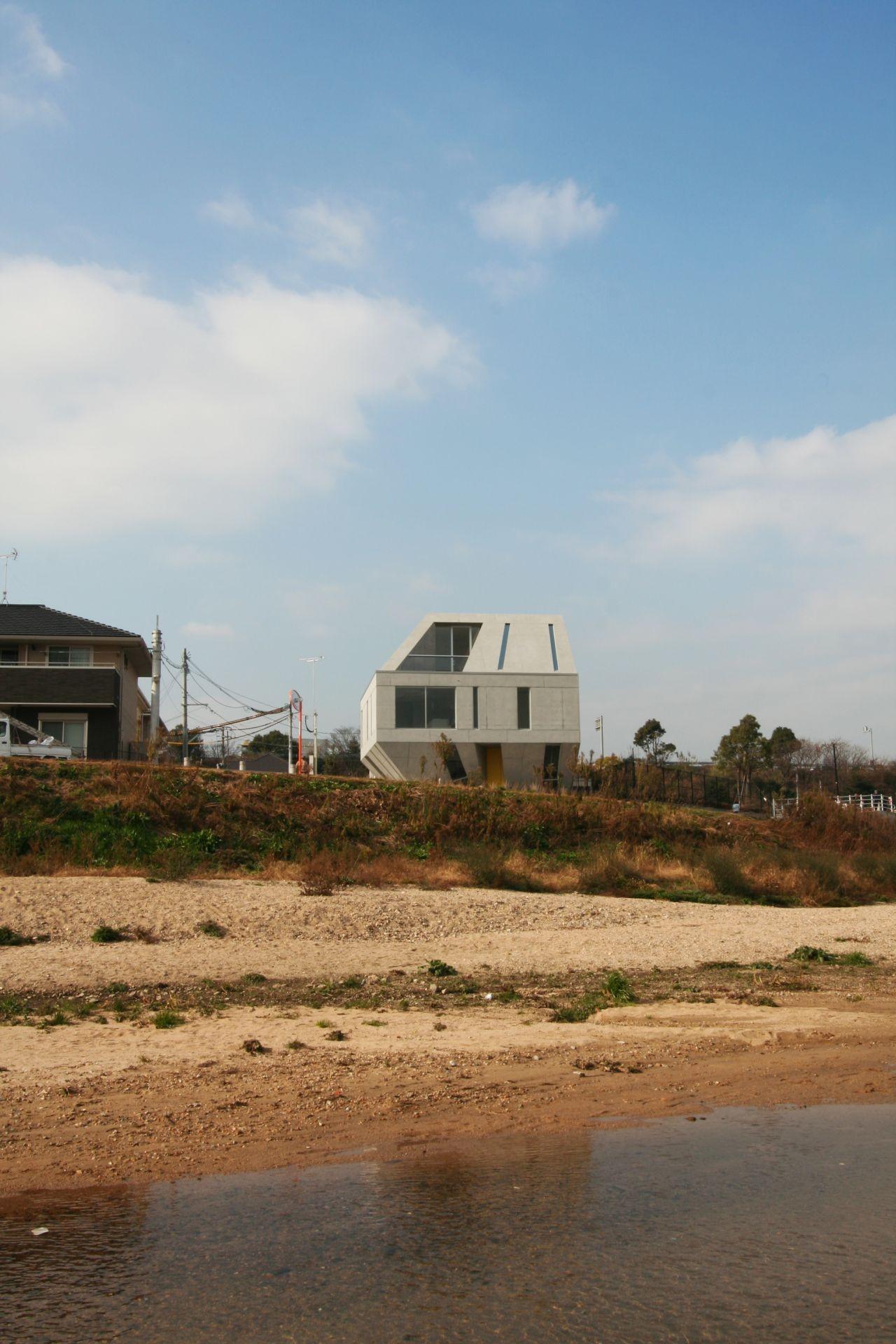 Meteorite Housing / NKS Architects