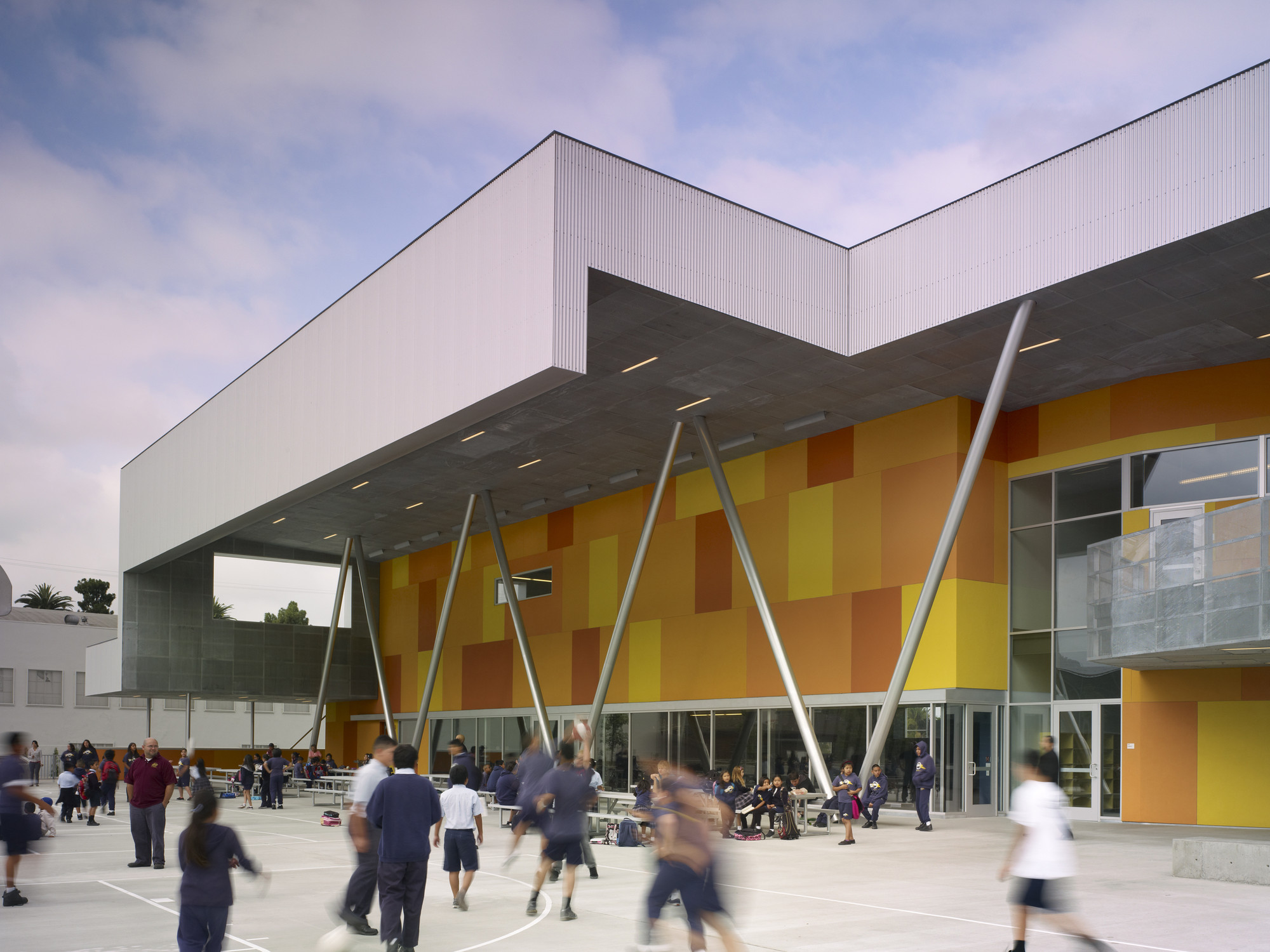 St. Thomas the Apostle School / Griffin Enright Architects, © Benny Chan