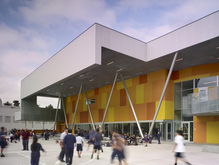 Colegio St. Thomas the Apostle / Griffin Enright Architects, © Benny Chan