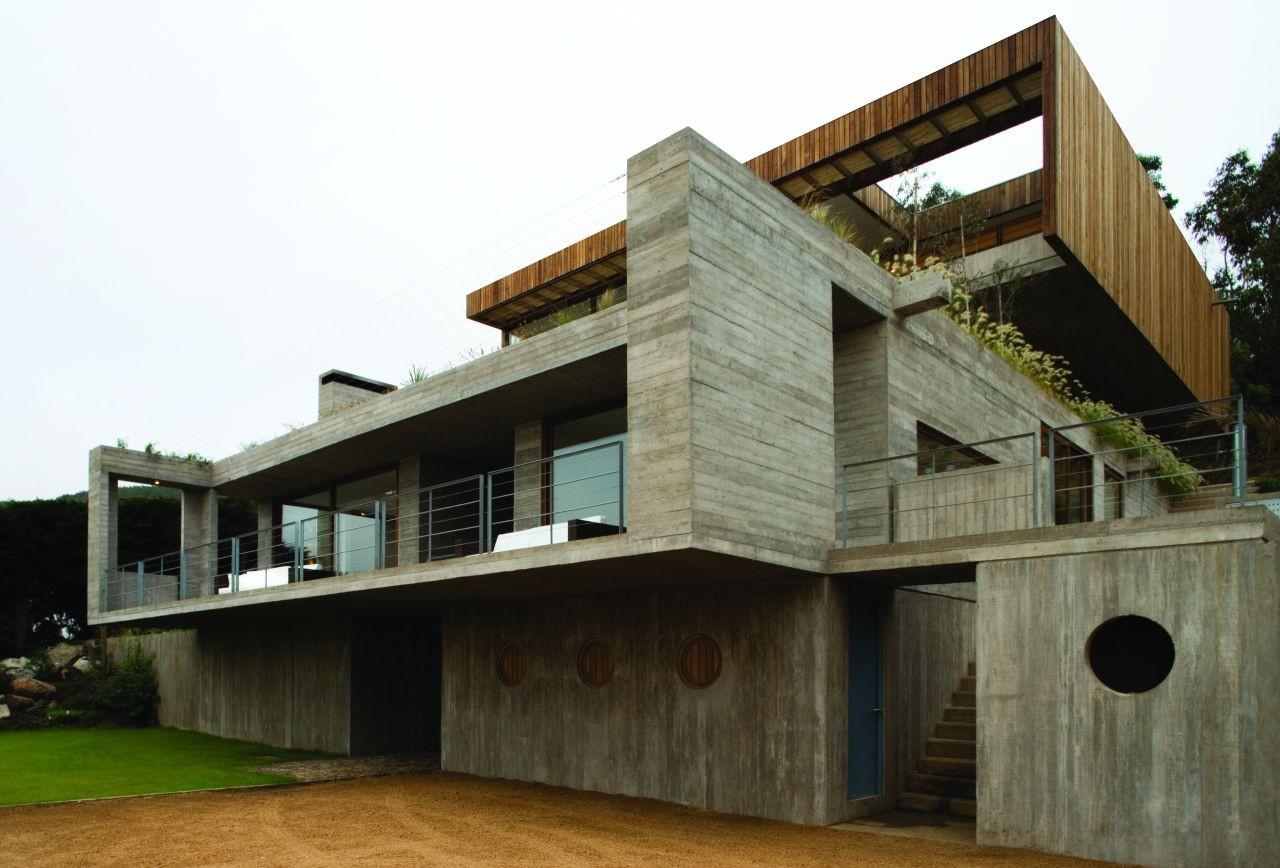 Casa El Pangue / Elton+Leniz Arquitectos Asociados