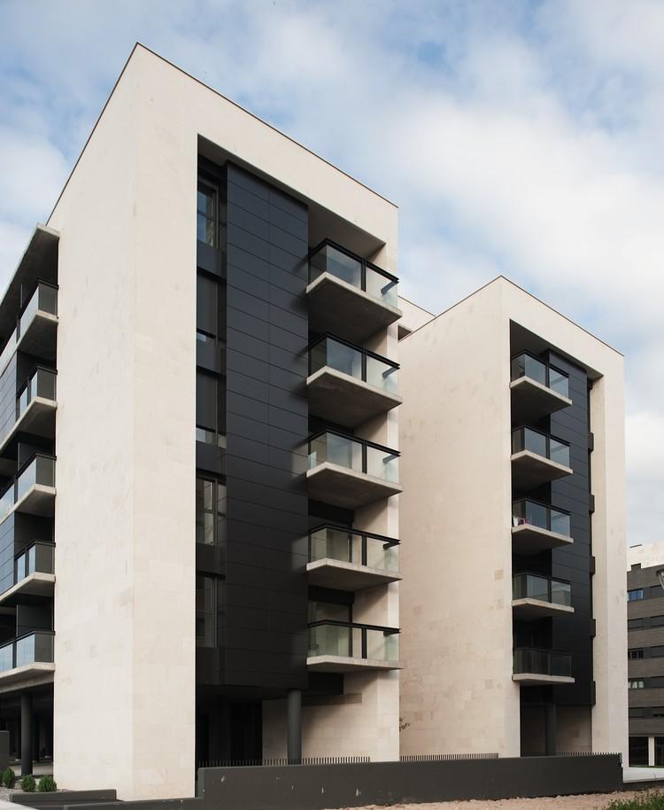 Edificio para 103 viviendas garajes y trasteros VPA / Ballina y Canal Arquitectos, Cortesía de Ballina y Canal
