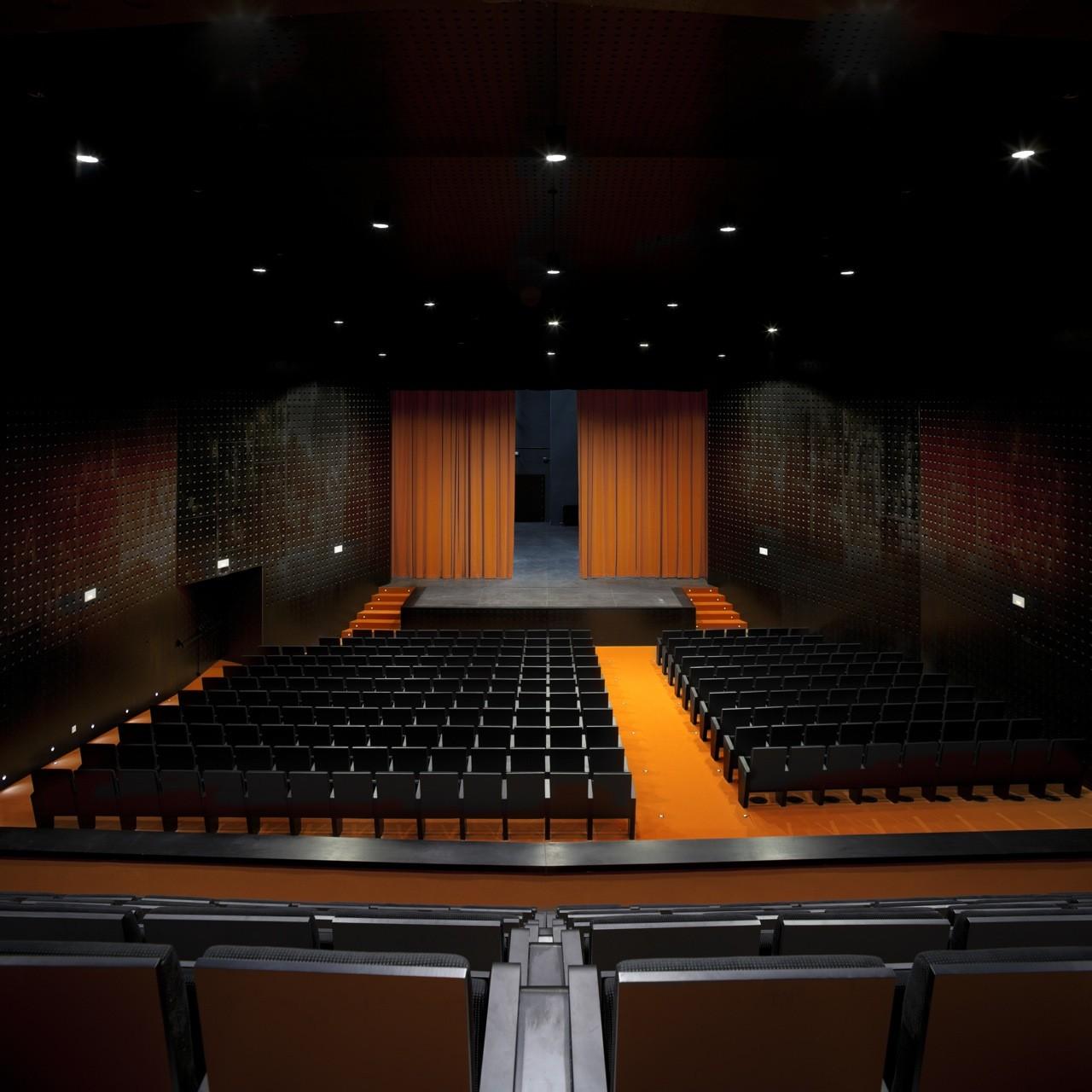 Municipal Theatre of Casas Ibáñez / BGAA