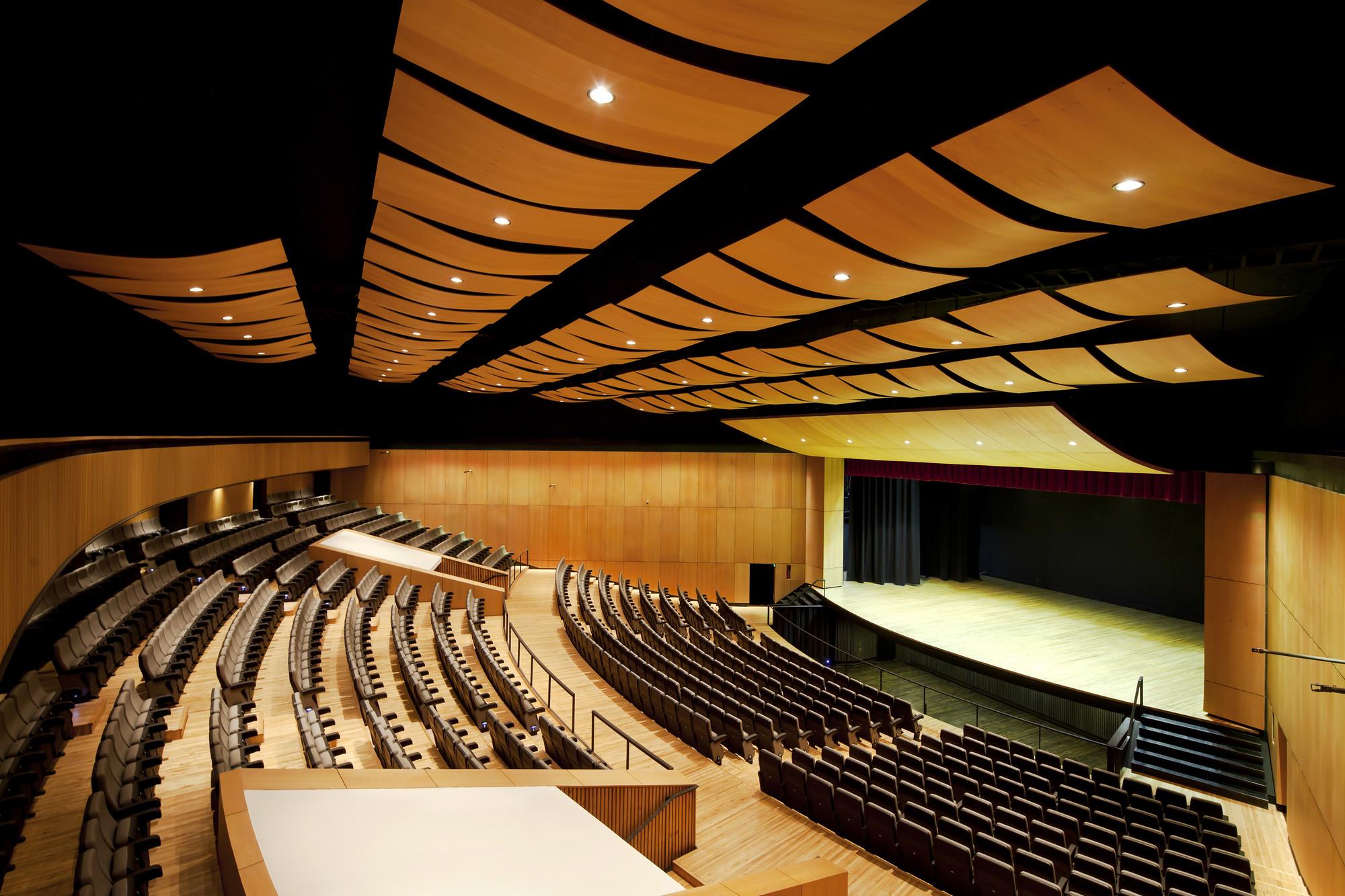 University of Cuenca Theater  / Javier Durán