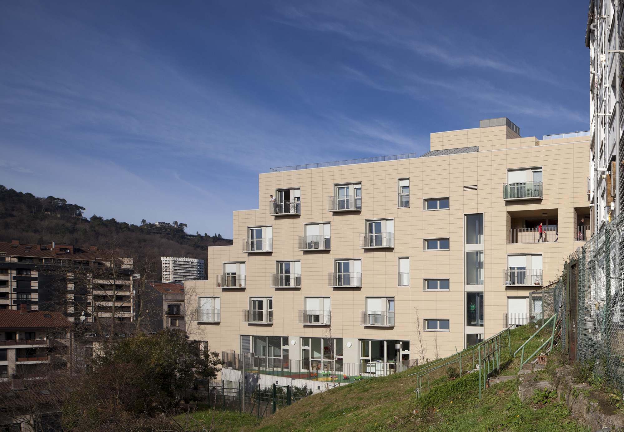 Apartments For Young People, Nursery And Park In San Sebastián / Ignacio Quemada Arquitectos, © Alejo Bagué