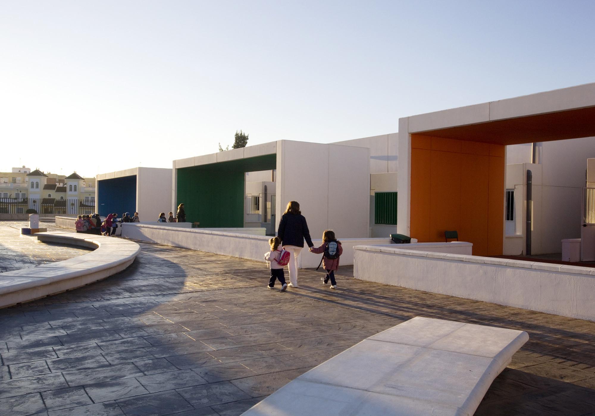 Nursery School in Dos Hermanas / Carmen Sánchez Blanes