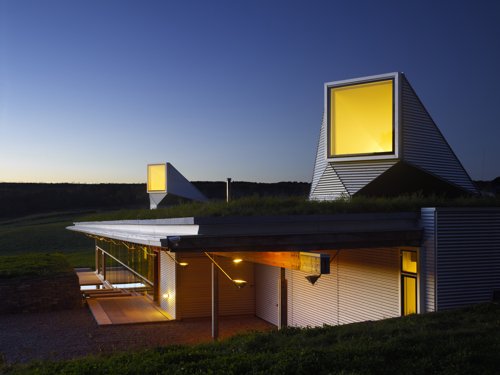 Meadow House / Ian MacDonald Architect, © Tom Arban
