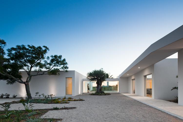 Casa en Tavira / Vitor Vilhena Architects, © Joao Morgado