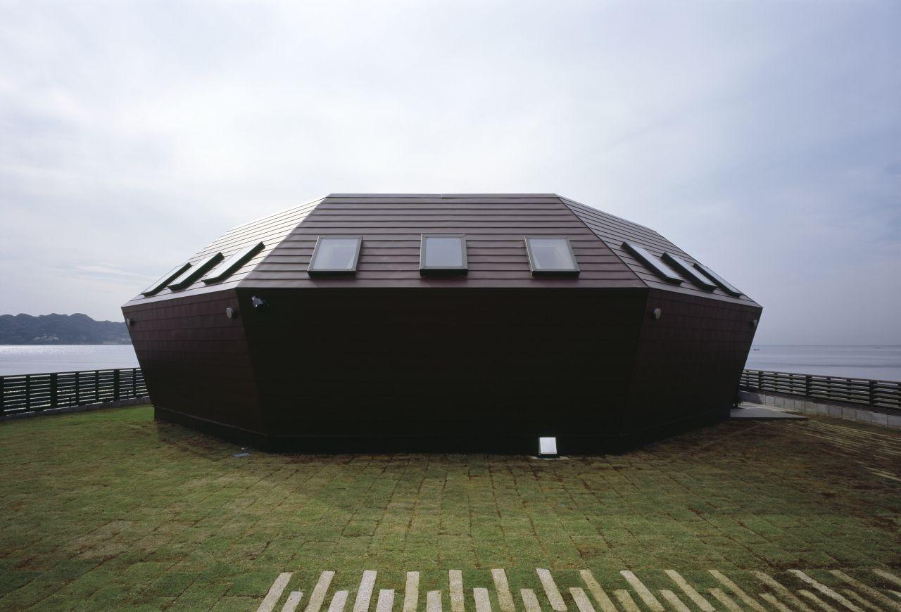 Seashore Shell House / Takeshi Hirobe Architects