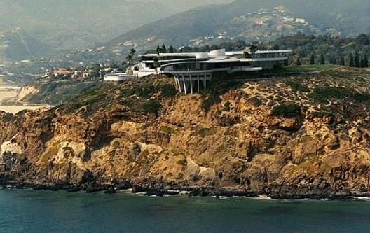 Iron Man's house. Image via Freshome.com