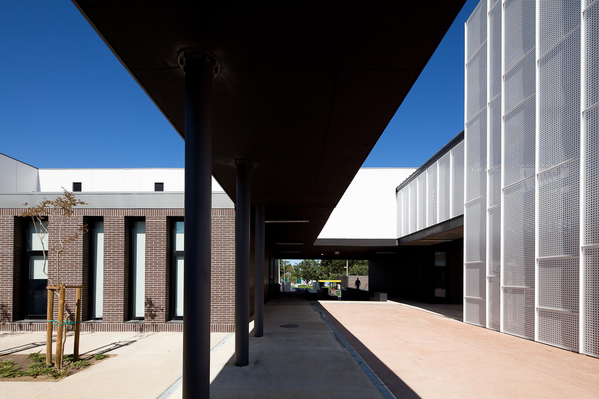 Secondary School Azevedo Neves / João Lúcio Lopes