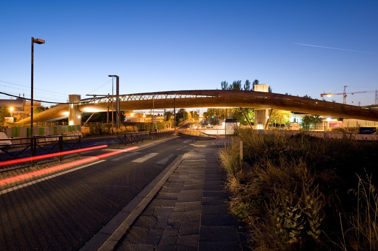 Footbridge Over the Railways / DVVD | Architectes - Designers