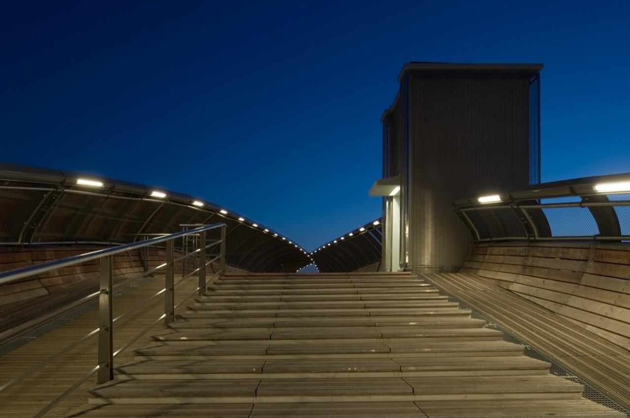 Footbridge Over the Railways / DVVD   Architectes - Designers