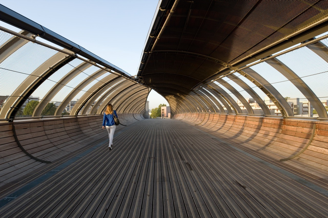 Footbridge Over the Railways / DVVD | Architectes - Designers