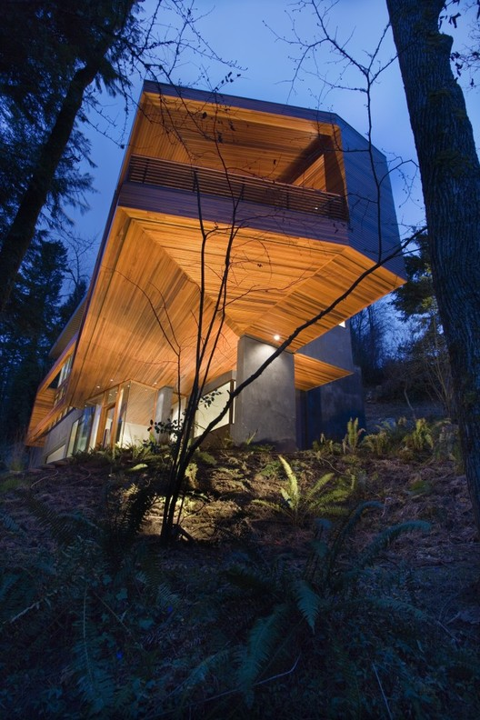 The Hoke Residence, by Skylab Architecture, appeared in the Twilight series.