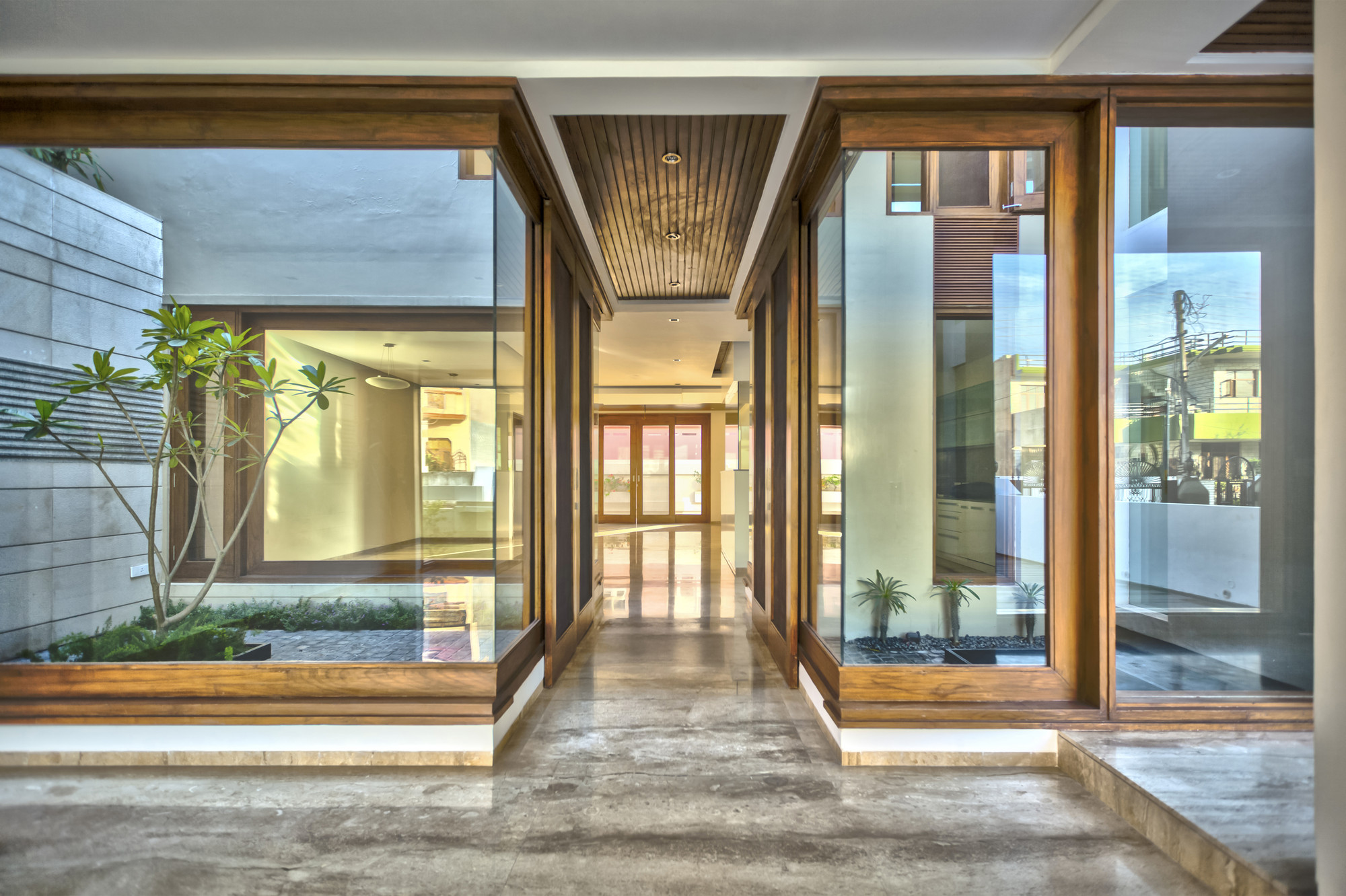 Gallery Of Twin Courtyard House Charged Voids 3