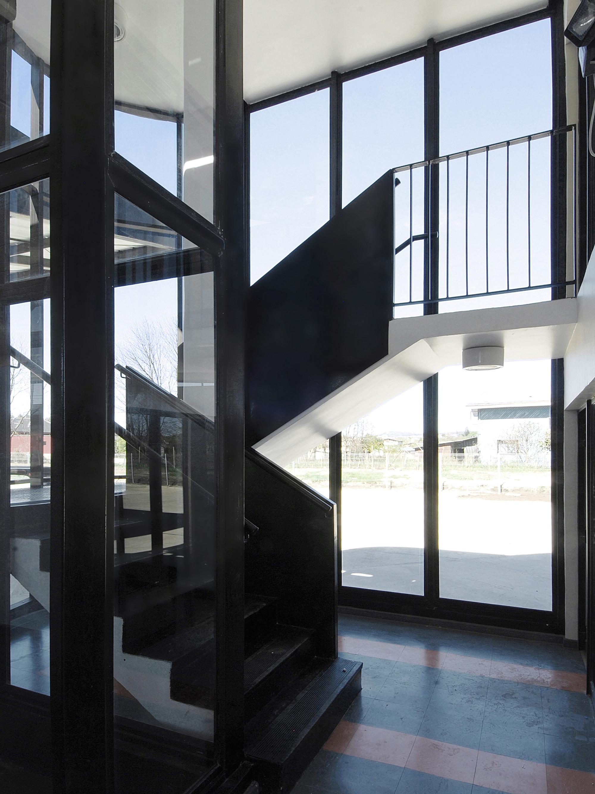 Bus Station in Los Lagos / TNG Arquitectos