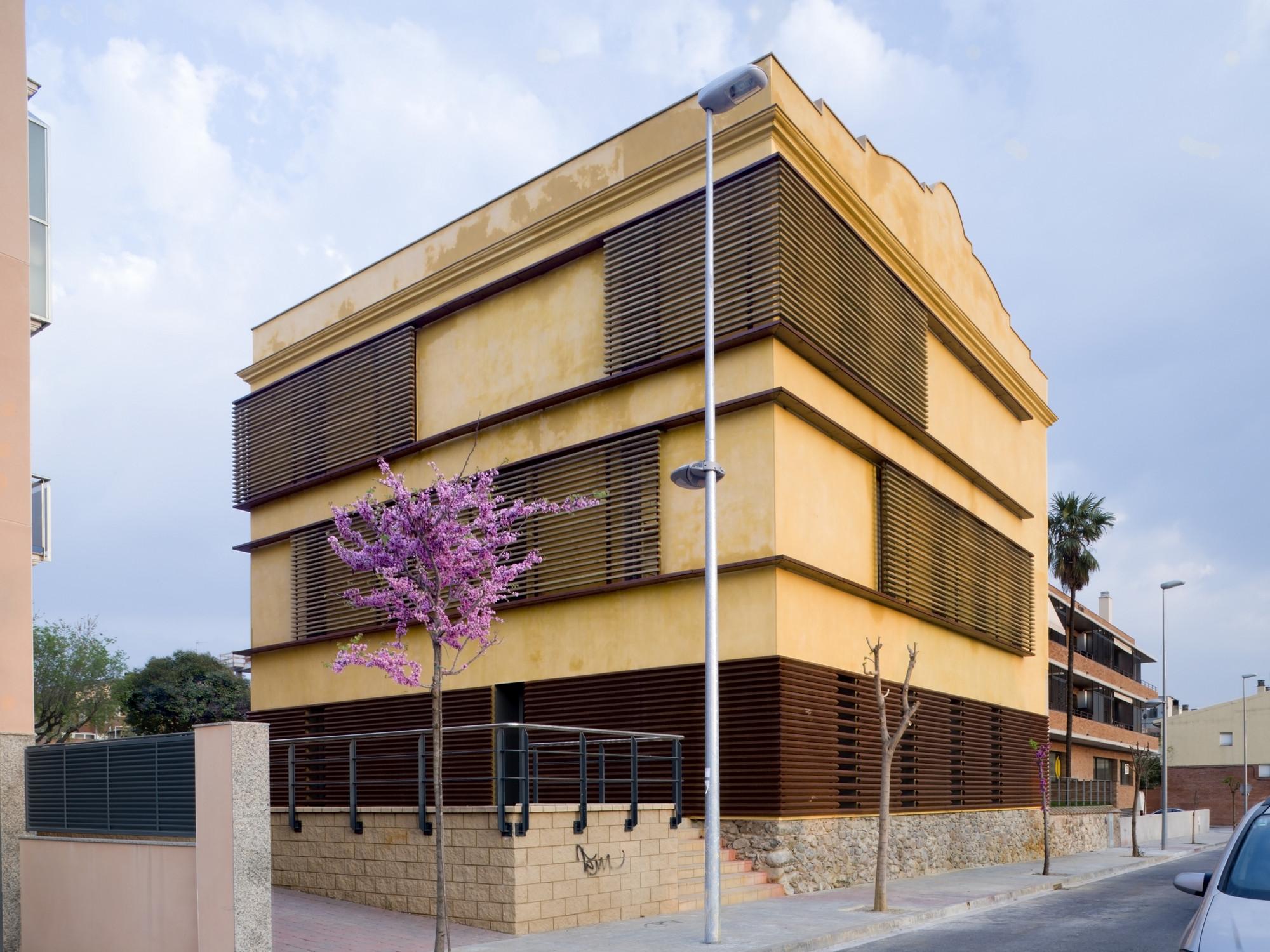 Can Font Cultural Center / taller 9s arquitectes