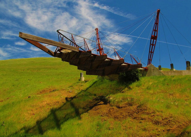 "AD College Guide: CAED at CalPoly San Luis Obispo, Student-designed and -built ""flying bow"" along Cal Poly's three-mile Poly Canyon Experimental Structures Lab. Courtesy (© Terry Tyson via Flickr)"