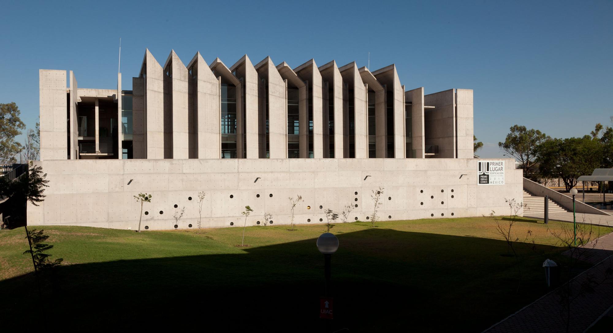 Gallery of uiac landa arquitectos 12 - Arquitectos en leon ...