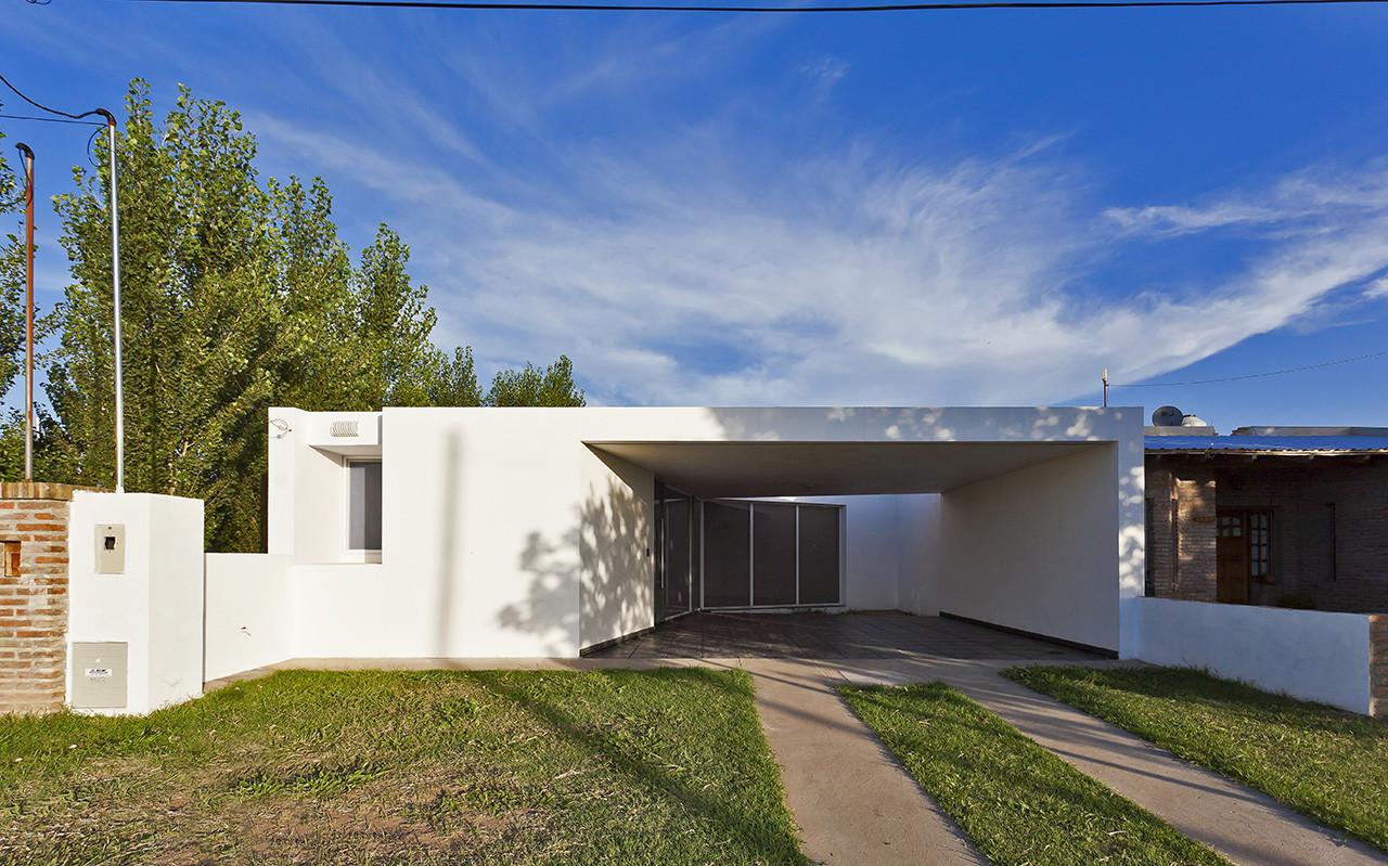 Fiore House / Cekada-Romanos Arquitectos