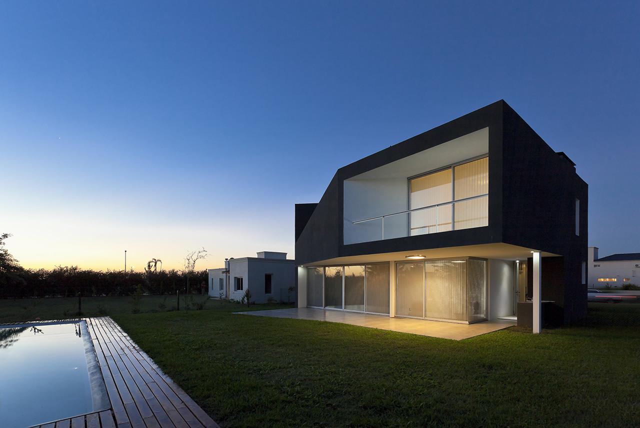 Miraflores House / Cekada-Romanos Arquitectos