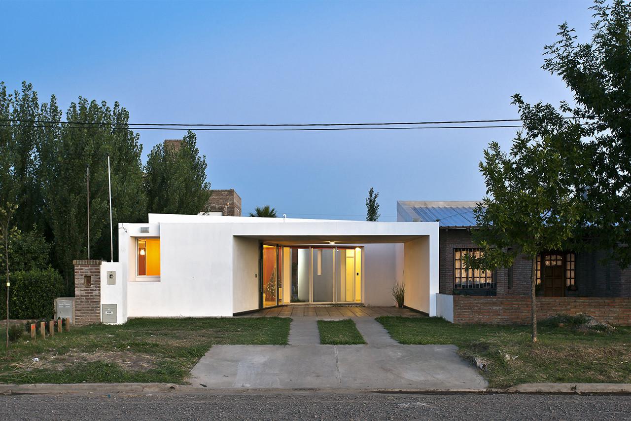 Fiore House / Cekada-Romanos Arquitectos, © Walter Salcedo