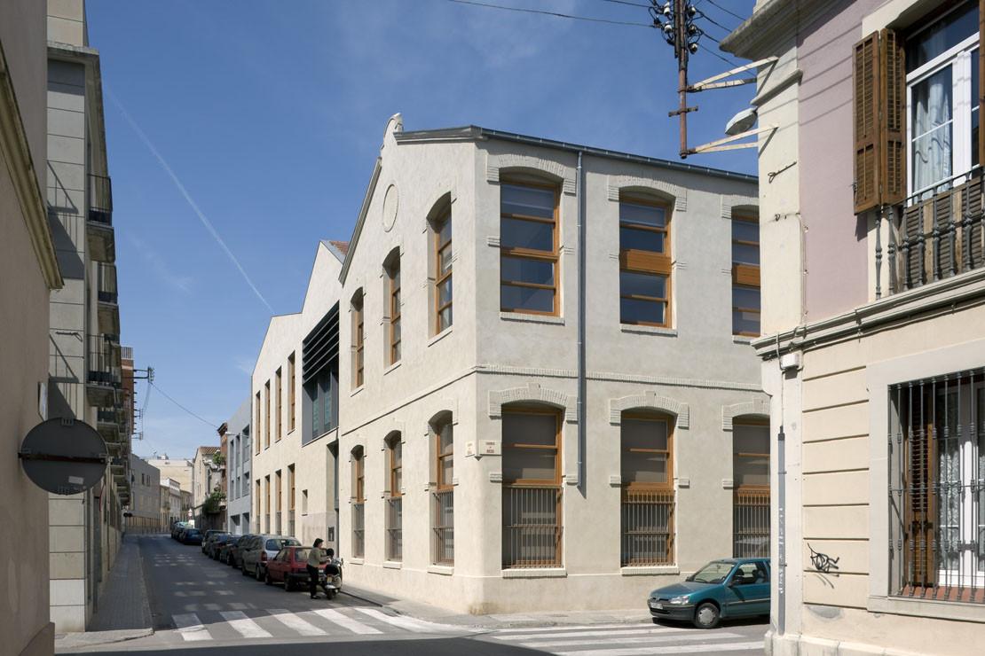 Edificio De Viviendas En Fabrica Tort Can Planell Rehabilitacion Y Adaptacion / Cruz y Ortiz Arquitectos, © Duccio Malagamba