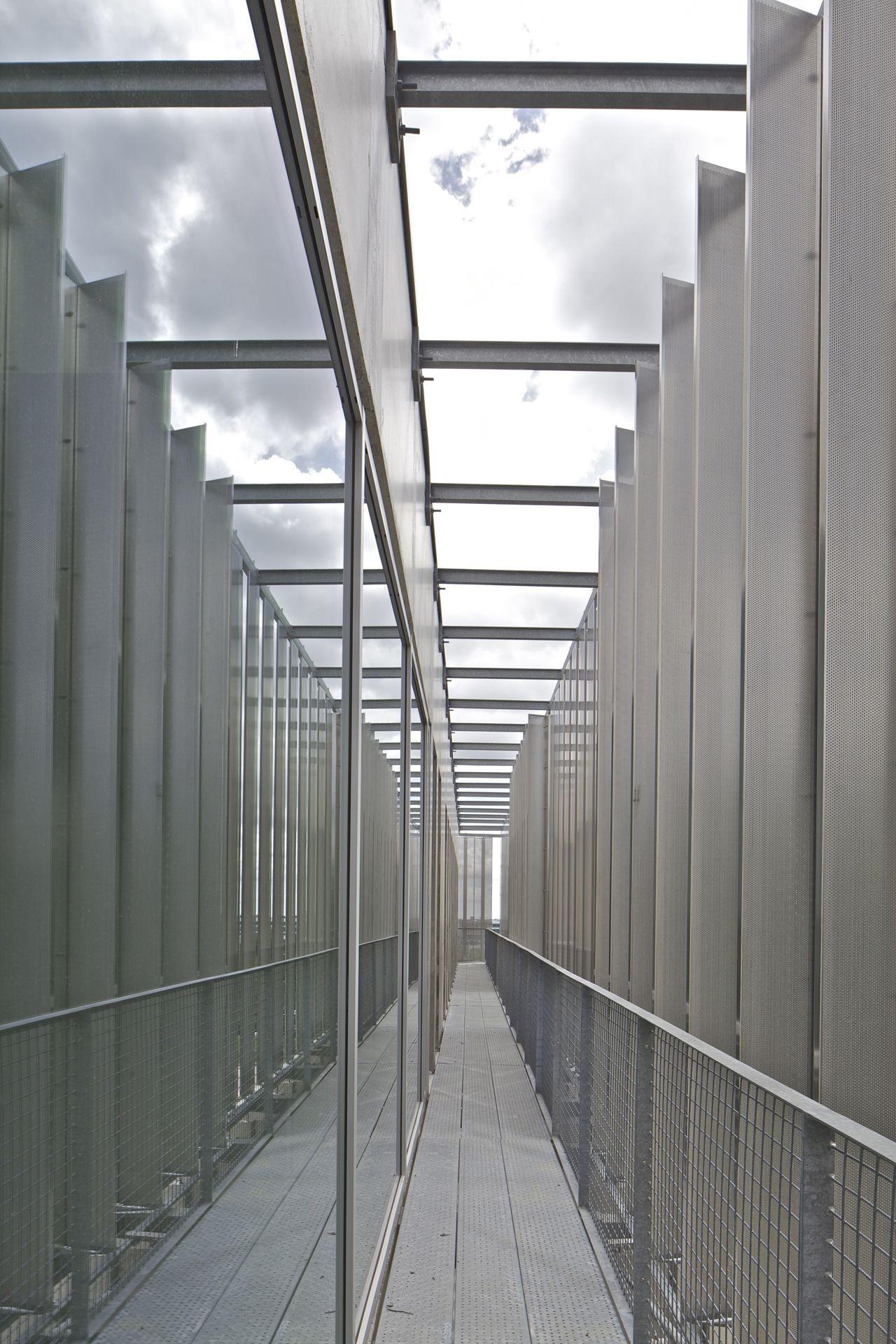 Pole Services / Barré Lambot Architectes