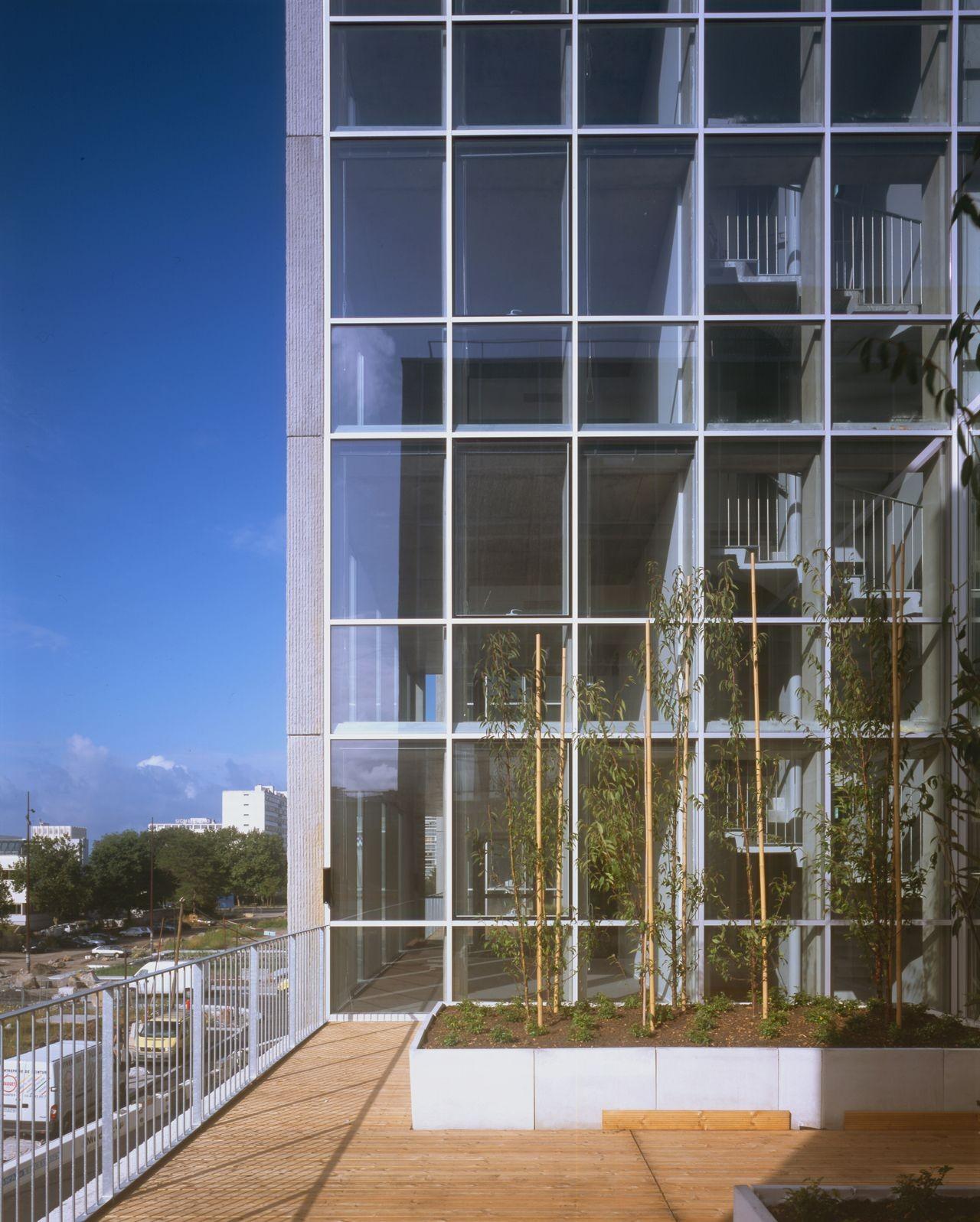 Tripode Office Building / Barré Lambot Architectes