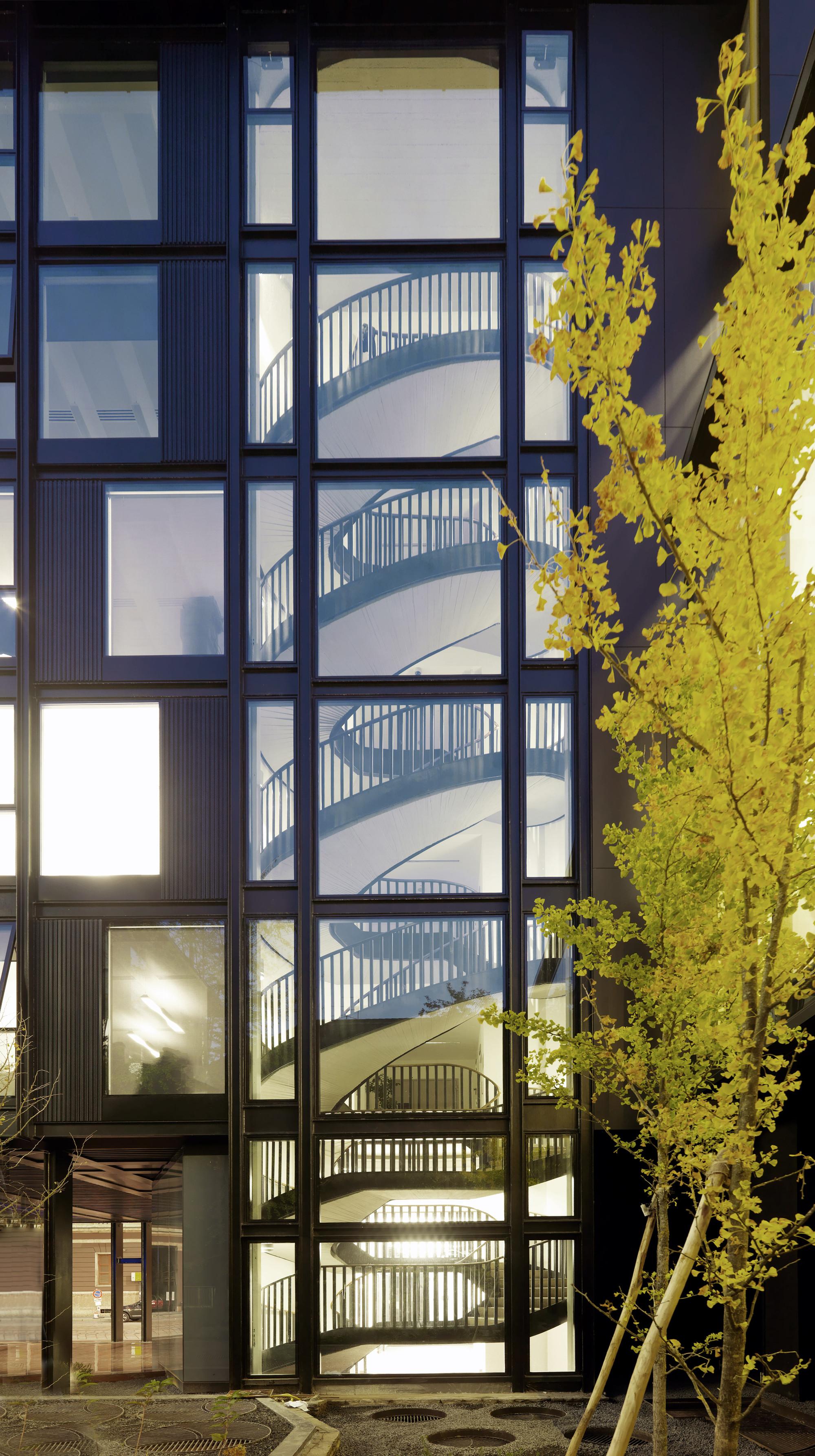 "Refurbishment of ""La Serenissima"" Office Building / Park Associati"