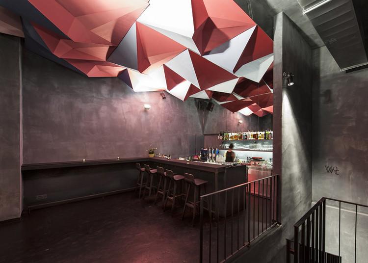 Instalação de luz no bar If Dogs Run Free  / Tzou Lubroth Architekten, © Jochen Fil