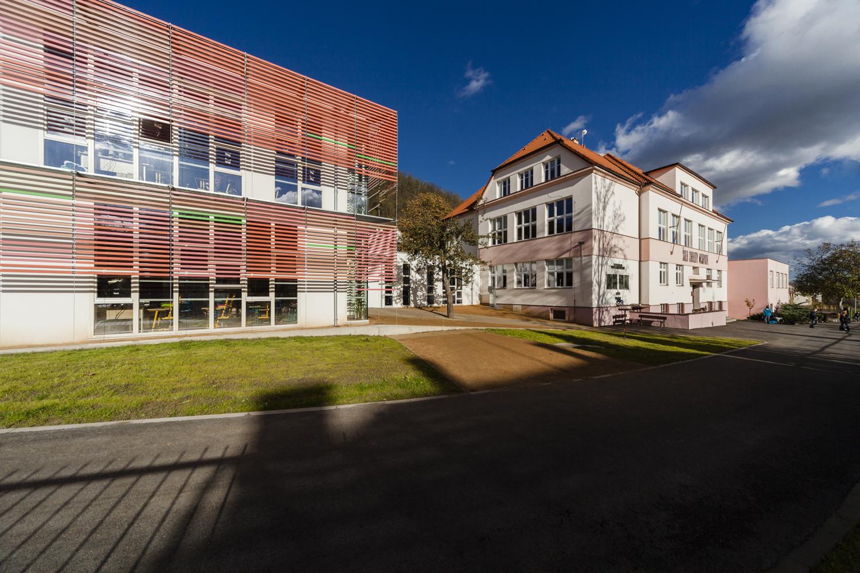 Elementary School in Velká Chuchle / Grido