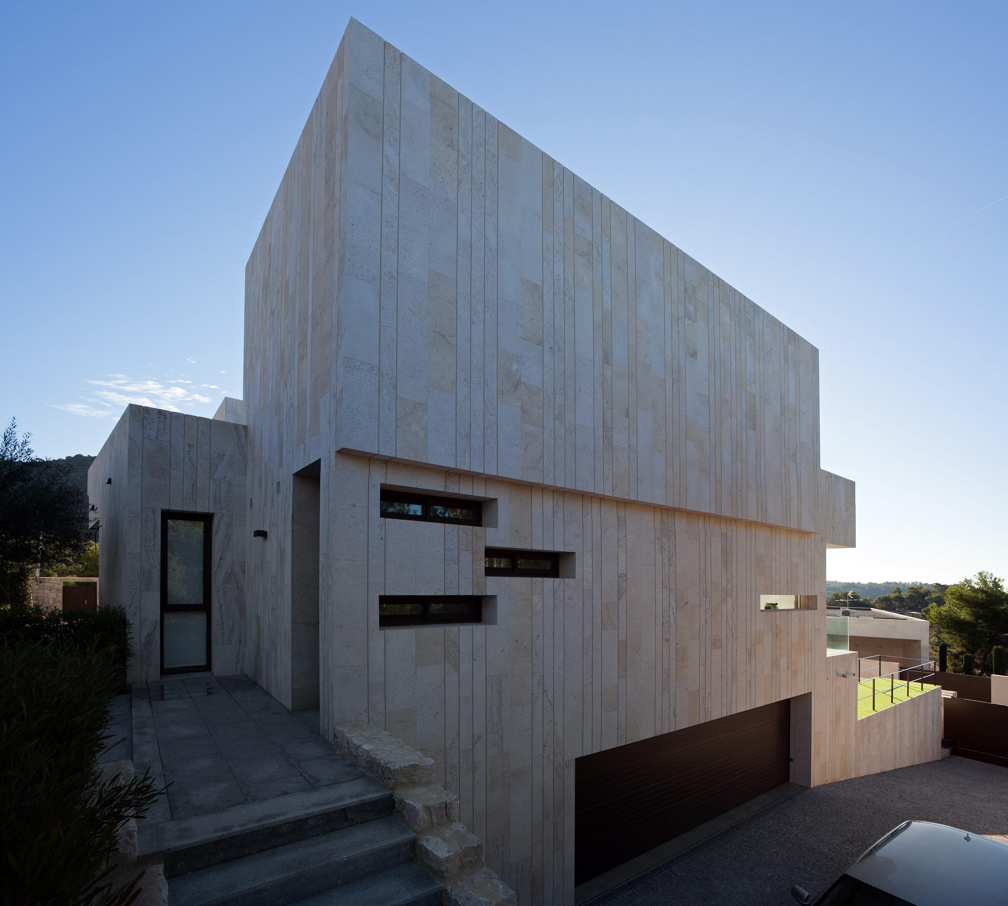 Monasterios House / Antonio Altarriba Comes