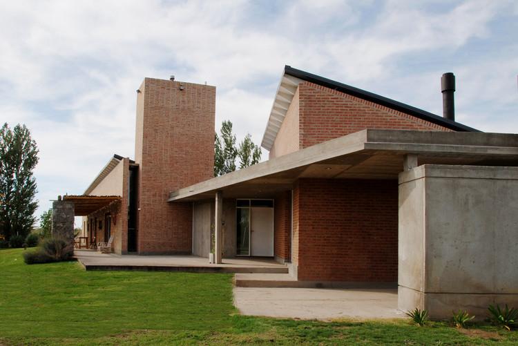 Casa En El Rio Limay / FKB Arquitectos, Cortesía de FKB Arquitectos
