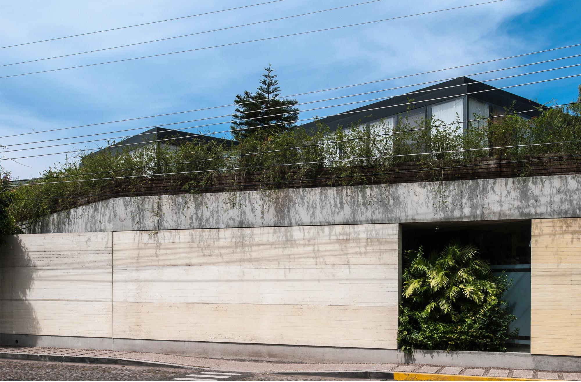 Spa Querétaro / Ambrosi I Etchegaray