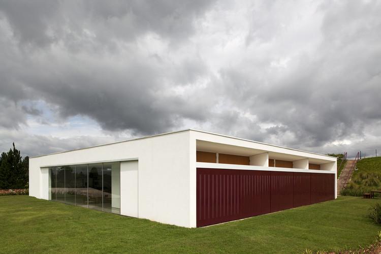 Casa en São Roque / Tacoa Arquitetos, © Leonardo Finotti