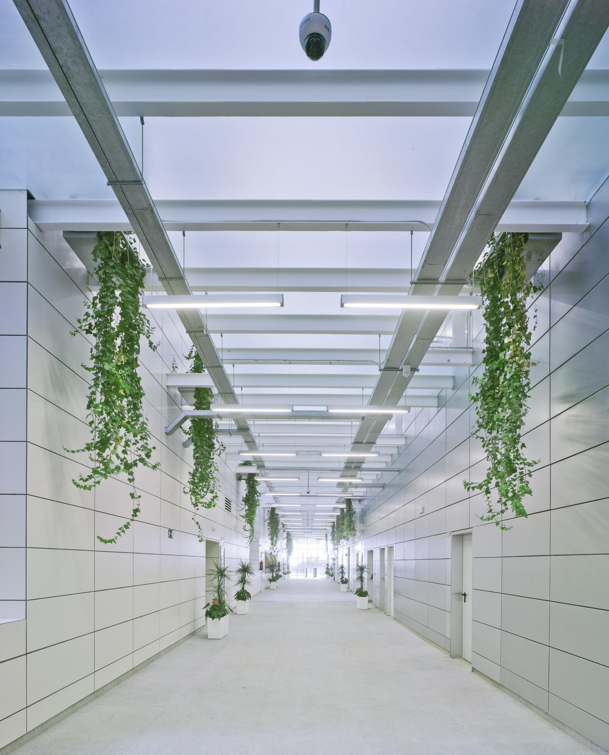Tecnova Headquarters / Ferrer Arquitectos