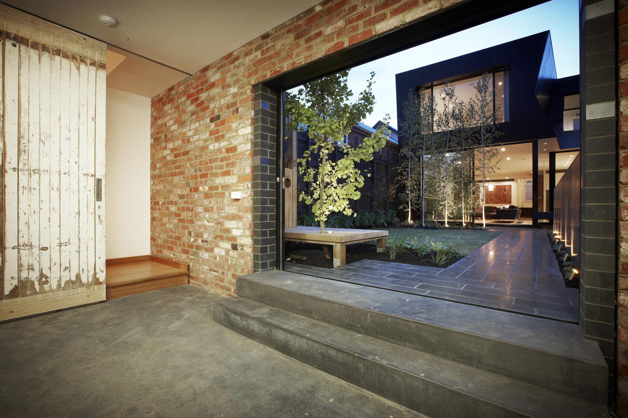 Gallery of enclave house bkk architects 4 for Courtyard designs melbourne