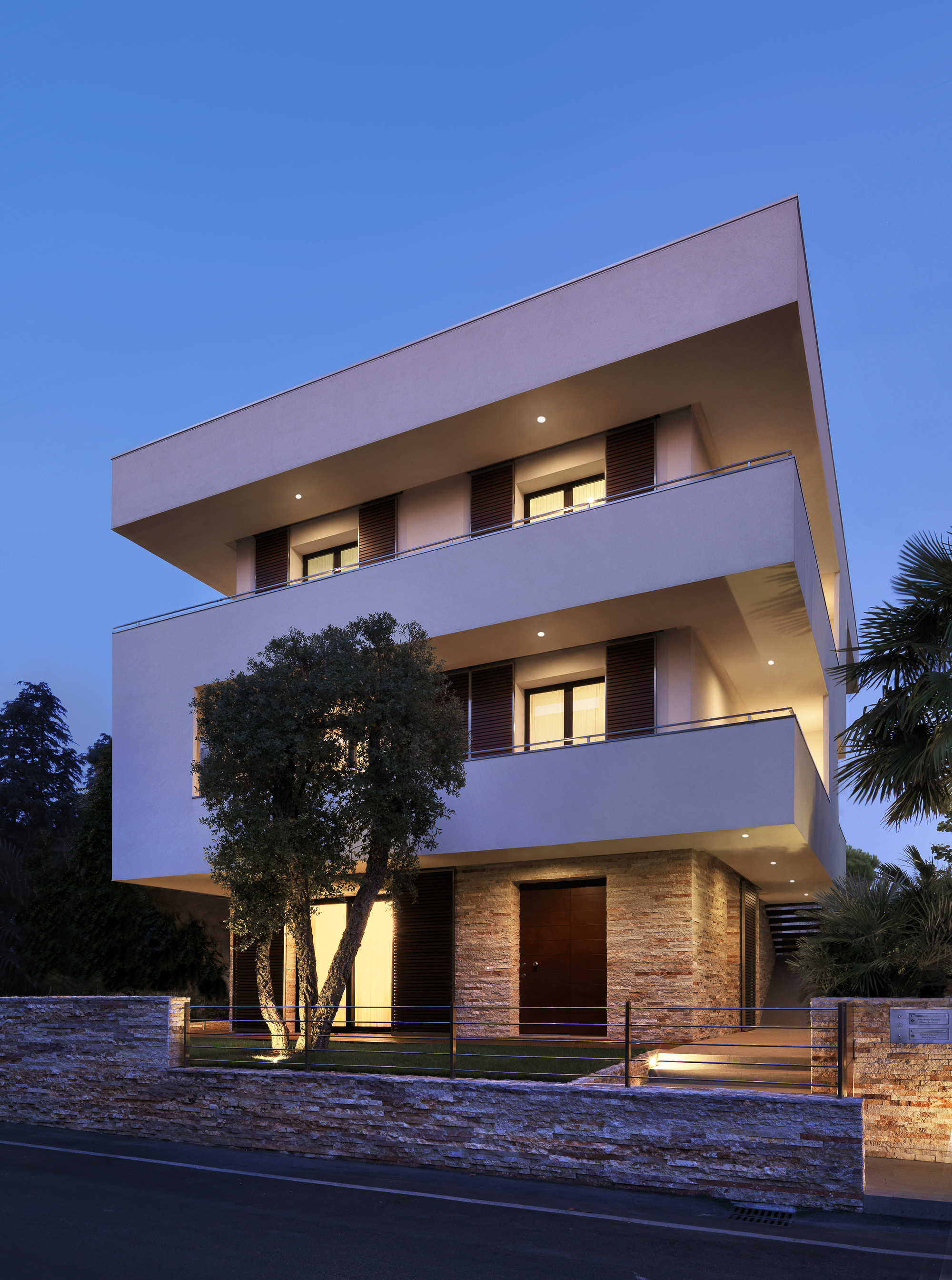 RGR House  / archiNOW!