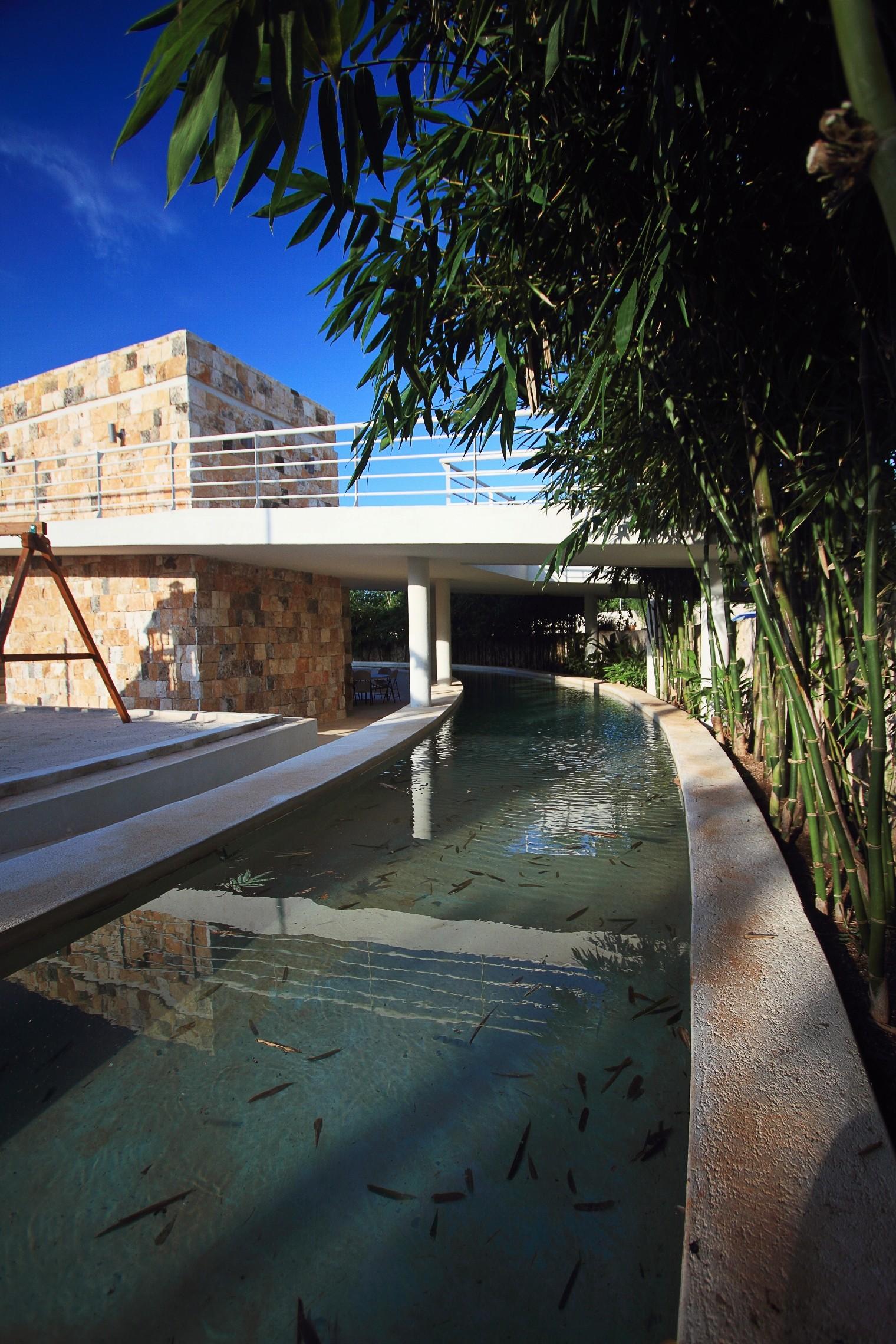 Club House Punta Lago / Seijo Peon Arquitectos