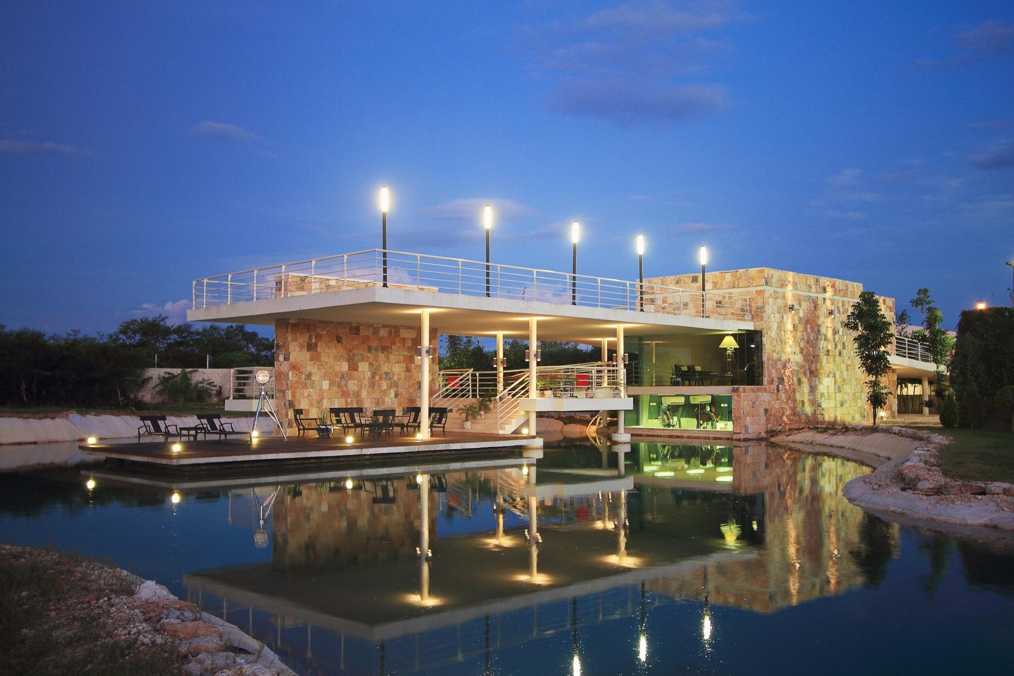 Club House Punta Lago / Seijo Peon Arquitectos, © Tamara Uribe