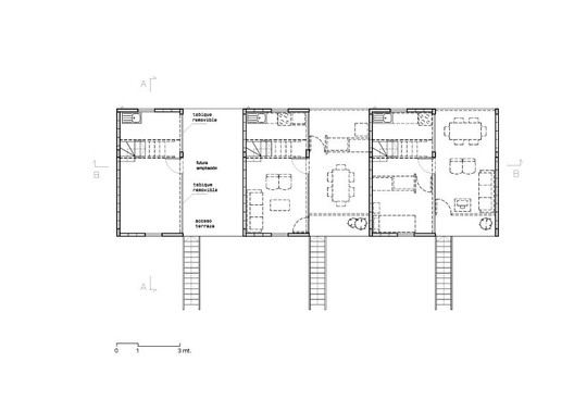 Quinta Monroy first floor plans. On the leftmost unit, the plan is shown as built; on the two right hand units, potential future plans are shown. © Elemental
