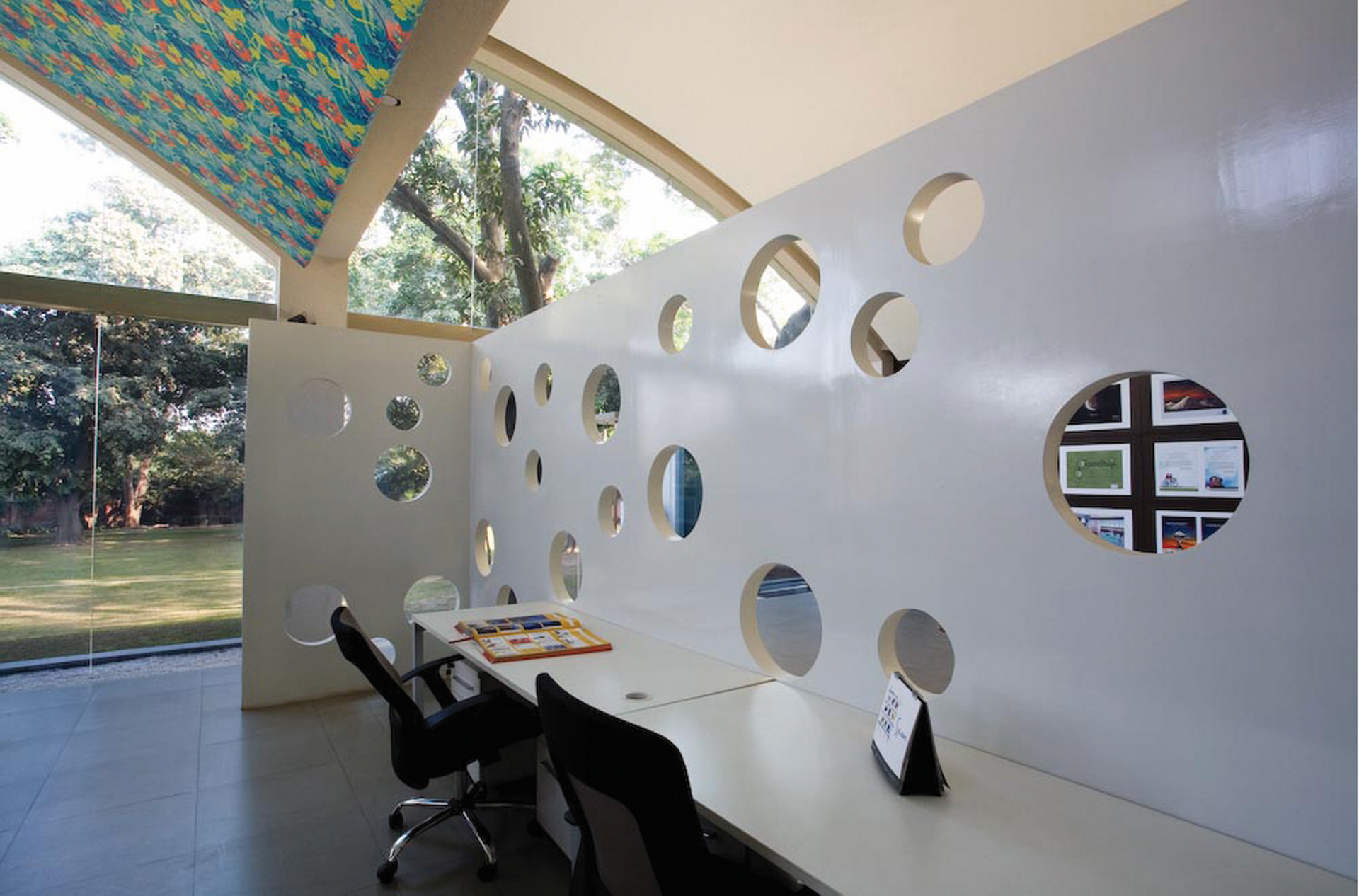 Office for Crayons / IAAD