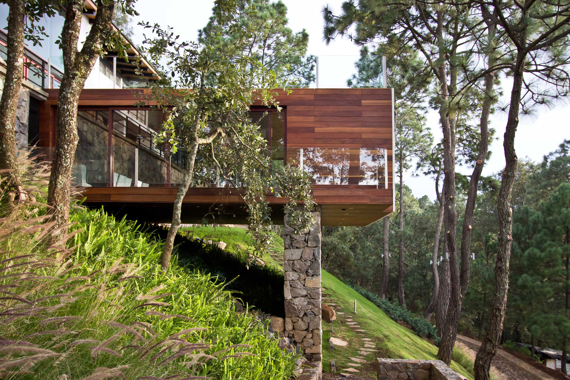 Gallery of the forest house espacio ema 9 - Casitas en el bosque ...