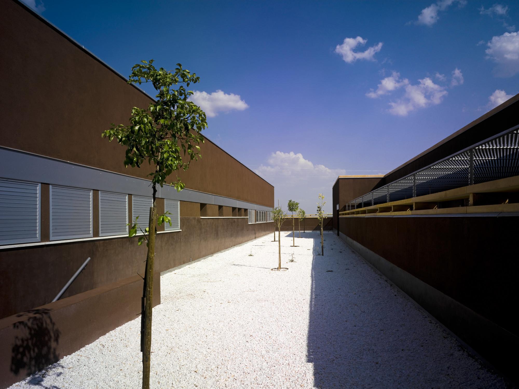 Hospital Tierra De Barros / EACSN + Junquera Arquitectos, © Jesús Granada